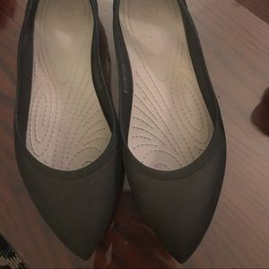 Crocs Black pointy toe flats Size 9